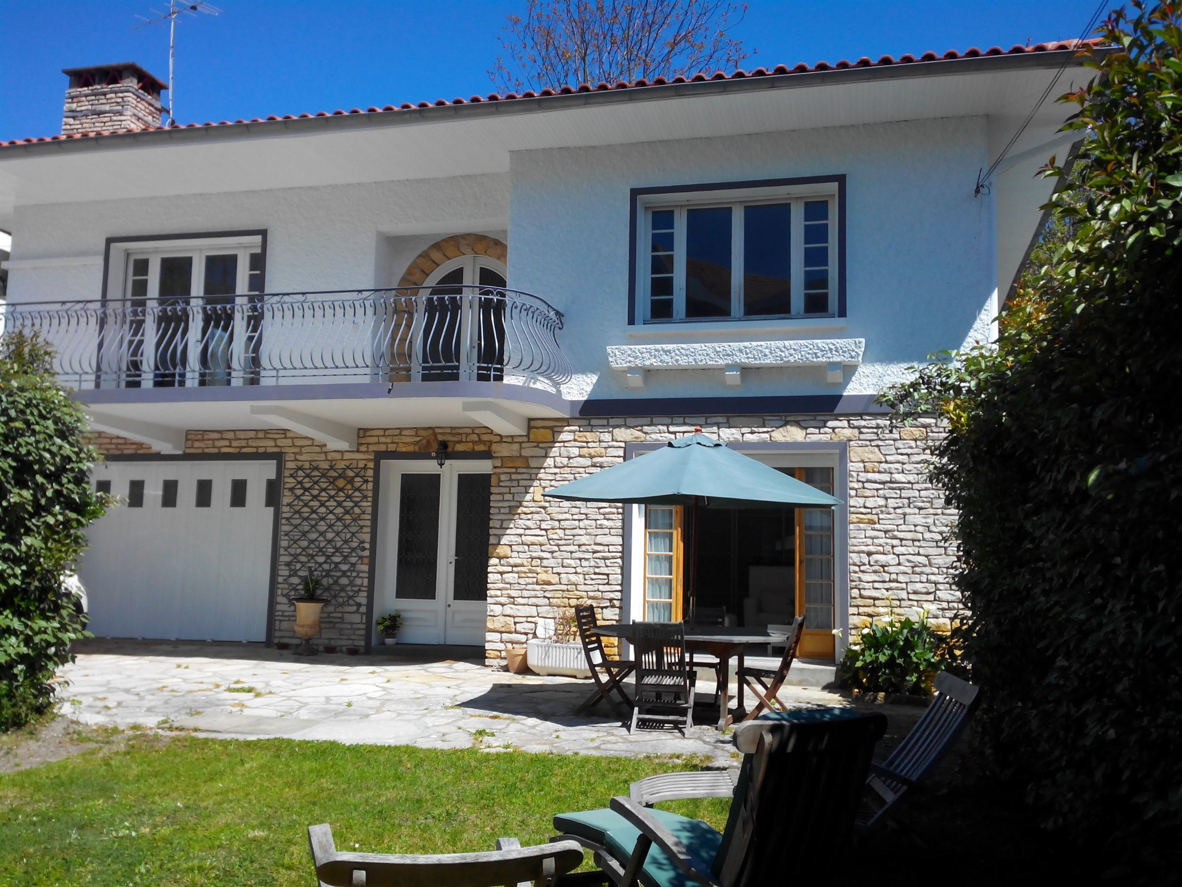 sales property at BEAUTIFUL FAMILY VILLA IN DOWNTOWN ARCACHON, 2 MIN WALK FROM THE BEACH
