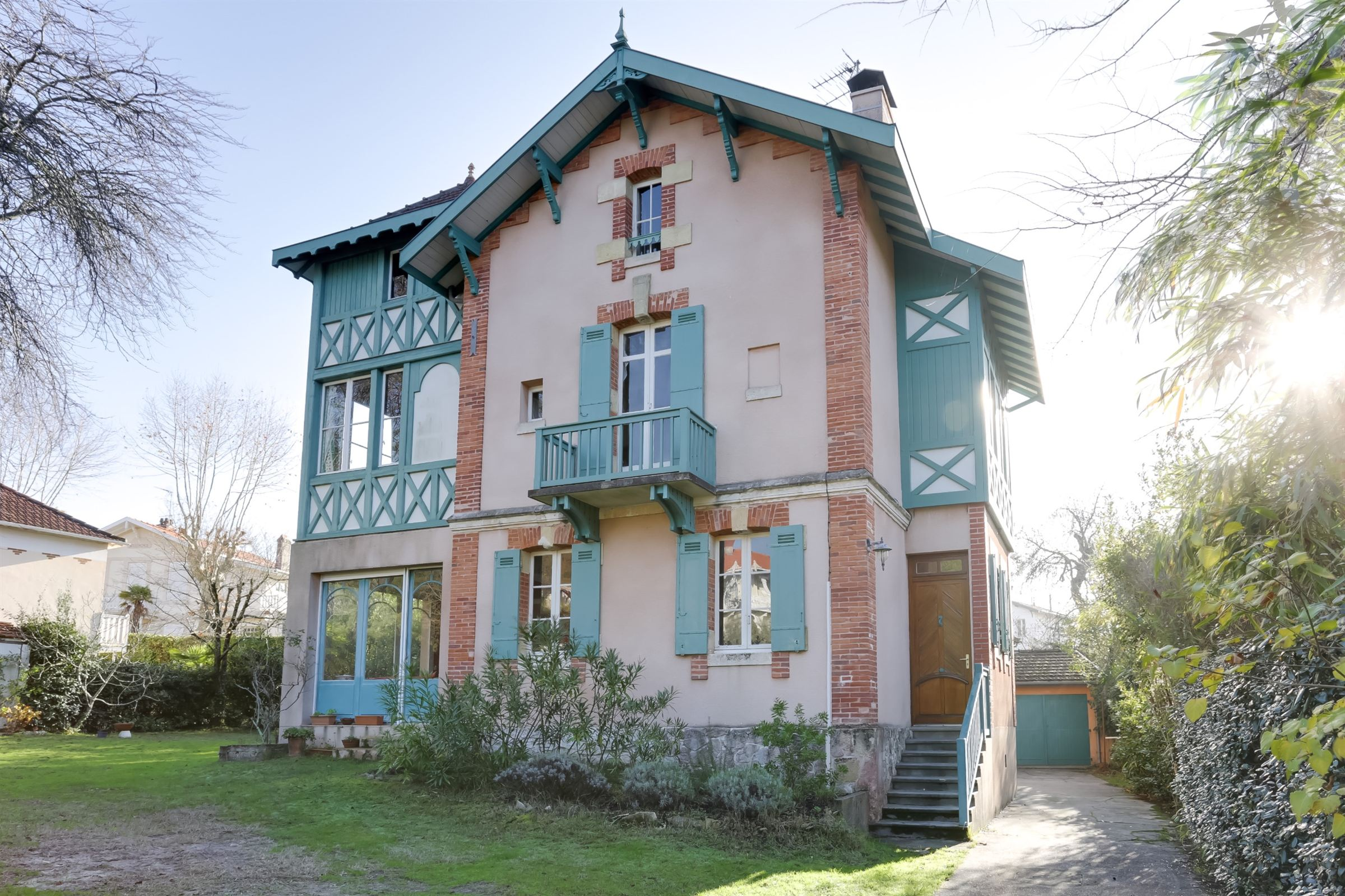 sales property at ARCACHON - BEAUTIFUL ARACHONNAISE VILLA NEAR THE CENTER