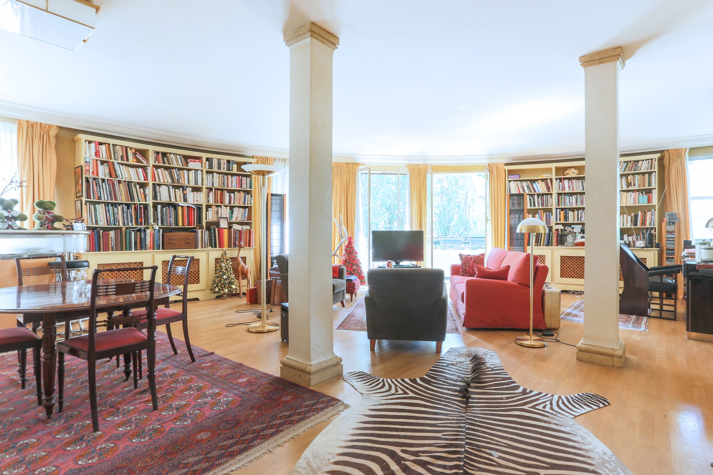 Property For Sale at Neuilly - Saint James - A 4 rooms apartment + balcony/terrace