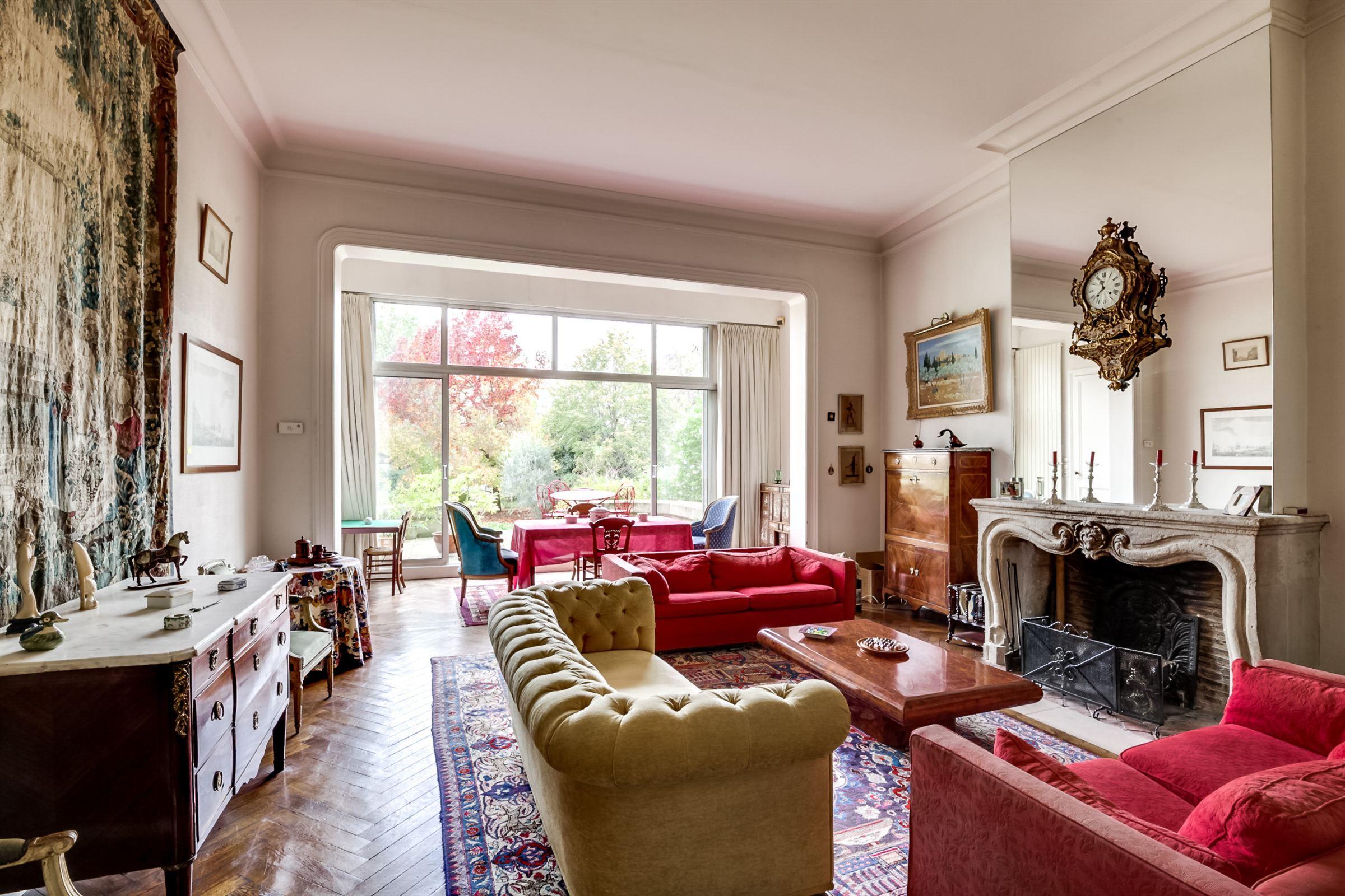 Single Family Home for Sale at BORDEAUX CAUDERAN SPLENDID PRIVATE STONE TOWNHOUSE Bordeaux, Aquitaine, 33200 France
