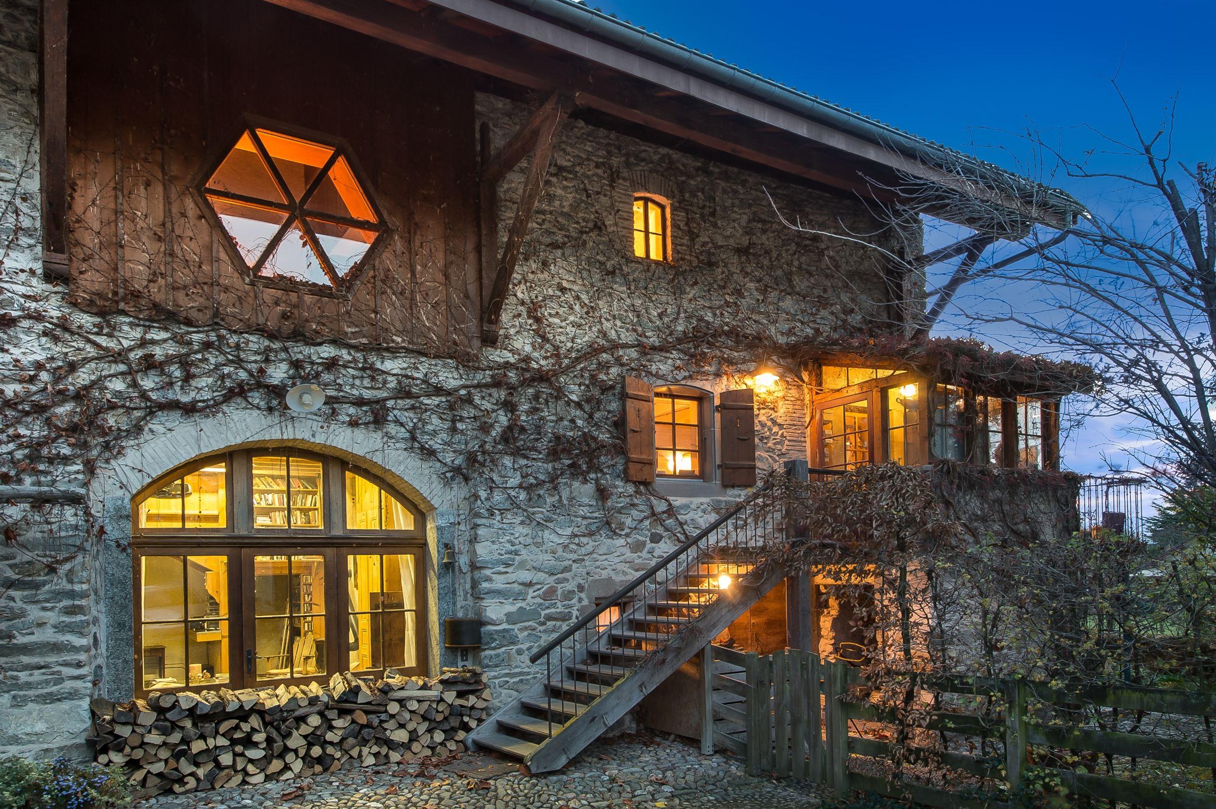 Single Family Home for Sale at Belle bâtisse de 250 m2 sur 1279 m2 proche frontière suisse Messery, Rhone-Alpes 74140 France