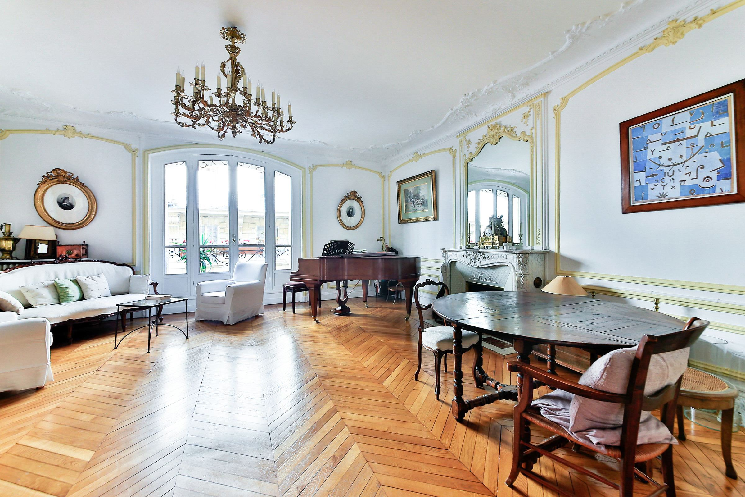 Property For Sale at Paris 8 - Villiers. Apartment. Perfect layout