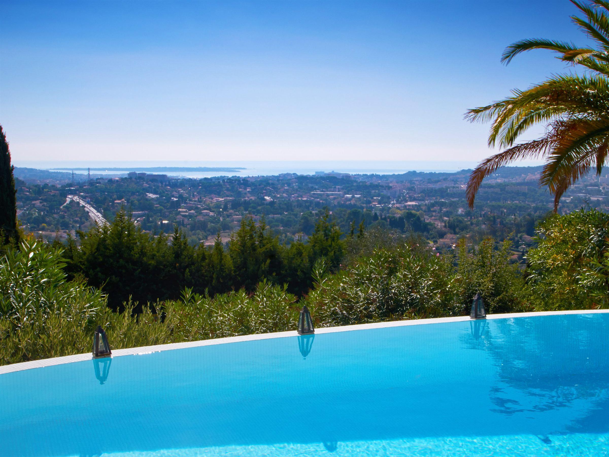 Villa per Vendita alle ore Villa with panoramic sea view in Mougins village Mougins, Provenza-Alpi-Costa Azzurra 06250 Francia