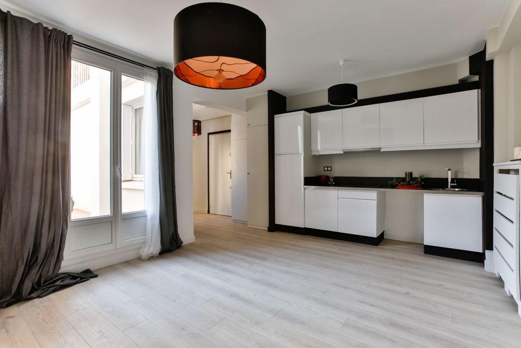 sales property at Appartement rénové ouvrant sur large balcon. Avenue de Saxe