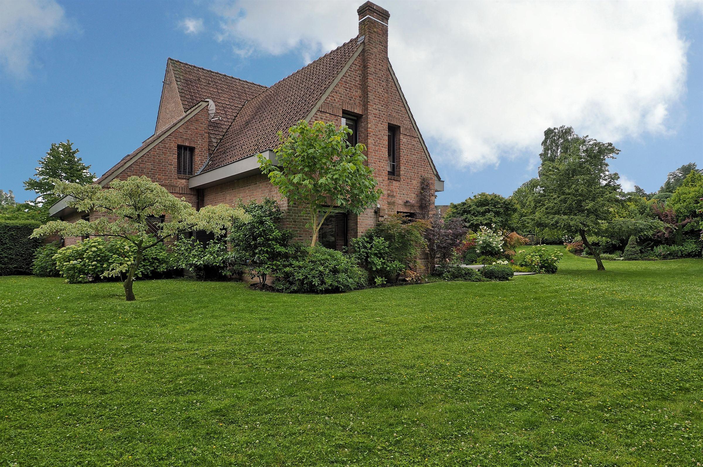 sales property at VILLENEUVE D'ASCQ, Beautiful family home 283 m² 5 ch.