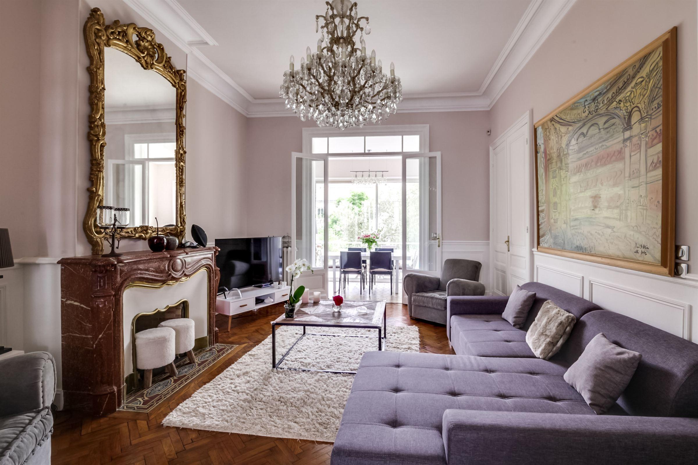 Casa Unifamiliar por un Venta en BORDEAUX – LABOTTIERE LUXURY TOWNHOUSE WITH GARDEN Bordeaux, Aquitania, 33000 Francia