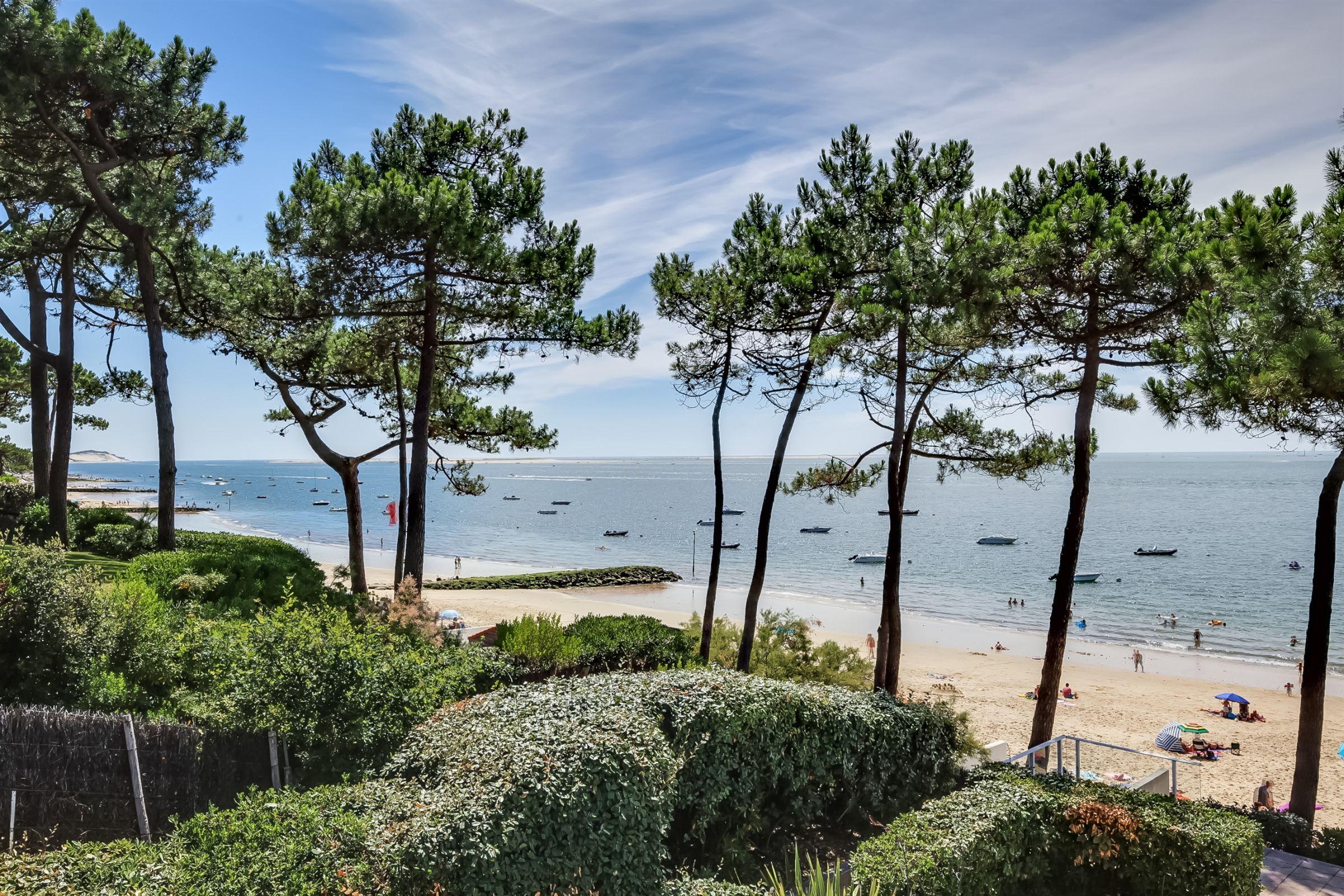 Villa per Vendita alle ore PYLA SUR MER - FRONT LINE CONTEMPORARY SUMMER VILLA Pyla Sur Mer, Aquitania, 33115 Francia