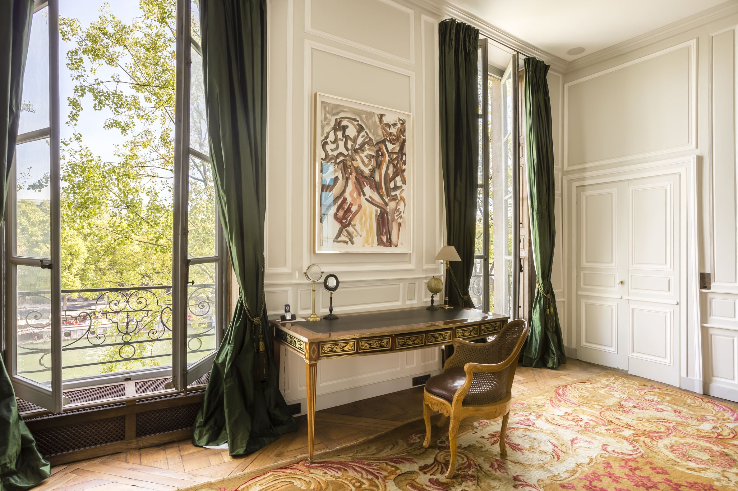 Property For Sale at 75004 - Elegant apartment on Ile Saint-Louis