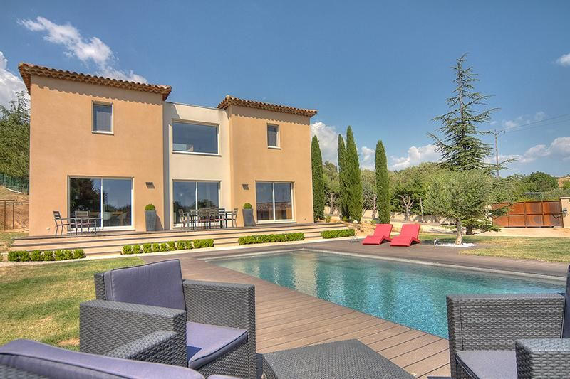 Single Family Home for Sale at A contemporary home for sale Other Provence-Alpes-Cote D'Azur, Provence-Alpes-Cote D'Azur, 84490 France