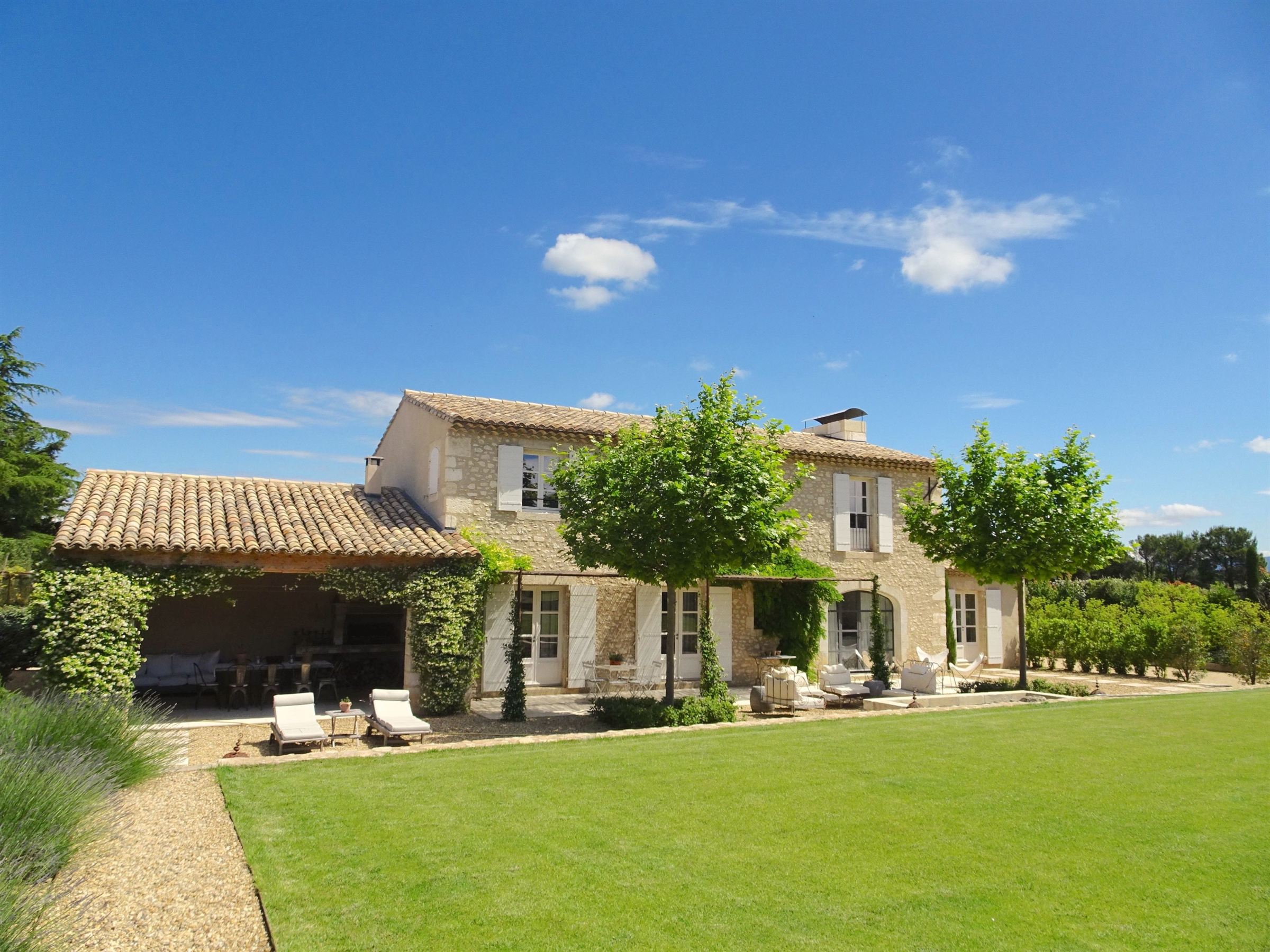 sales property at Elegant farmhouse in Eygalieres