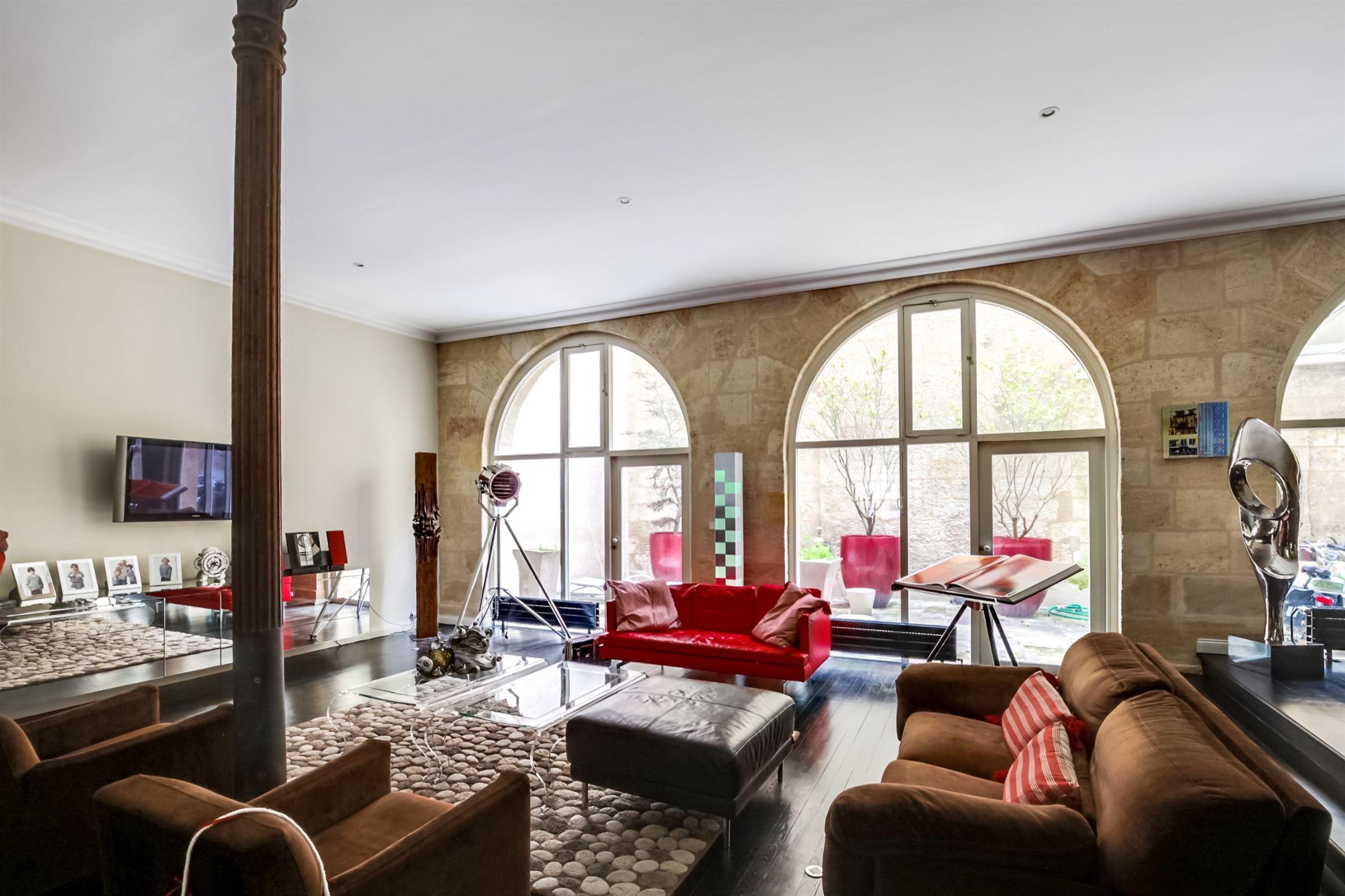 Appartement pour l Vente à DOWNTOWN BORDEAUX - VAST 4 BEDROOM DUPLEX WITH 2 TERRACES AND PARKING SPACES Bordeaux, Aquitaine, 33000 France
