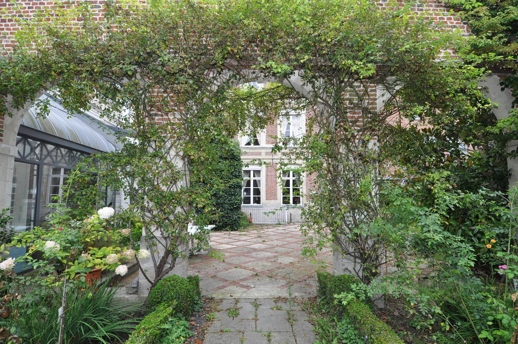 Property For Sale at Douai Center, quiet street, Mansion in very good status