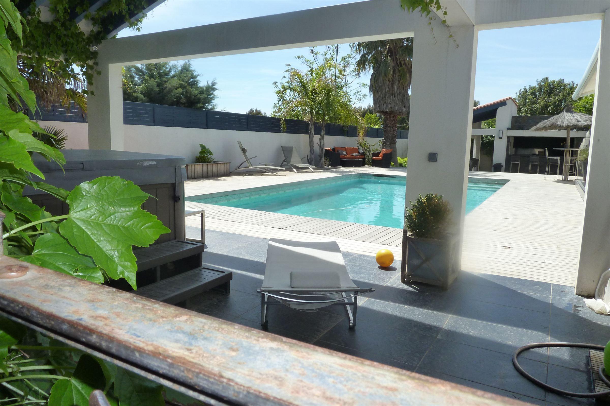 一戸建て のために 売買 アット Perpignan: Belle villa + appartement indépendant, piscine, terrain de tennis Perpignan, ラングドック=ルション, 66000 フランス