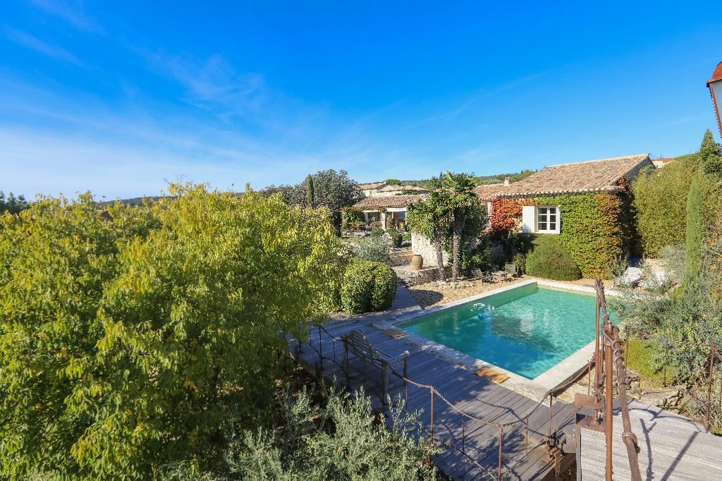 sales property at Gordes walking distance from the center