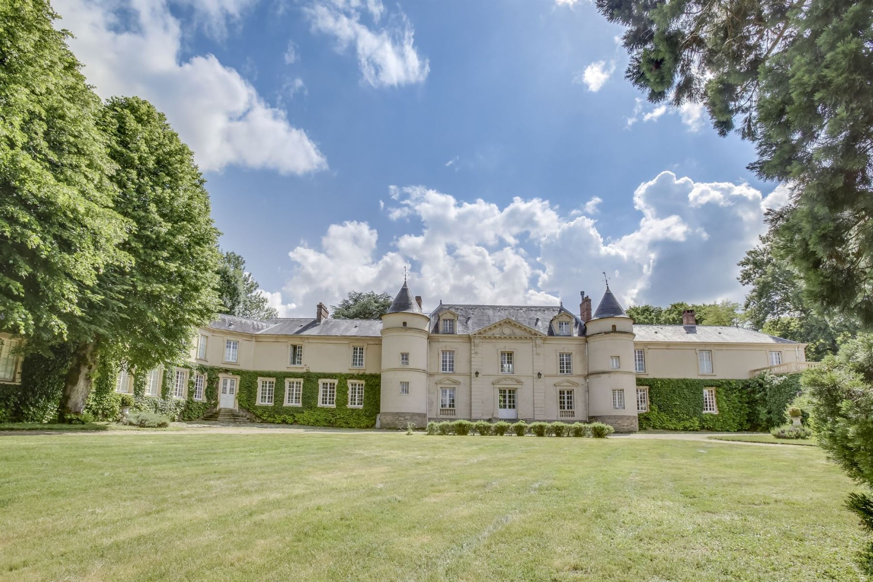 Single Family Homes for Sale at Rambouillet Forest Rambouillet, Ile-De-France 78120 France