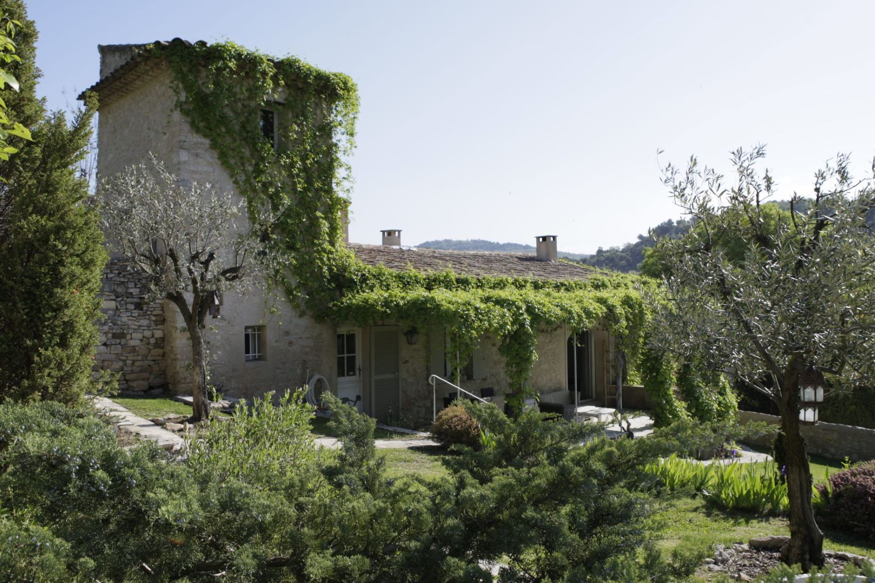 sales property at a Hamlet in provence