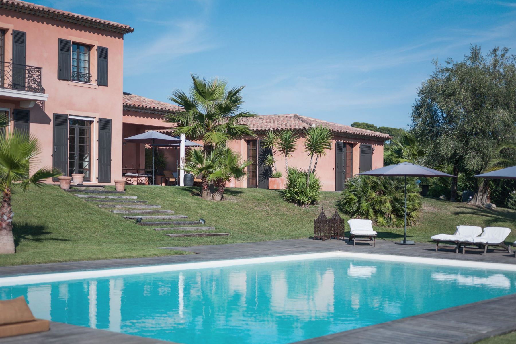Villa per Vendita alle ore Beautiful Family Home Mougins, Provenza-Alpi-Costa Azzurra, 06250 Francia