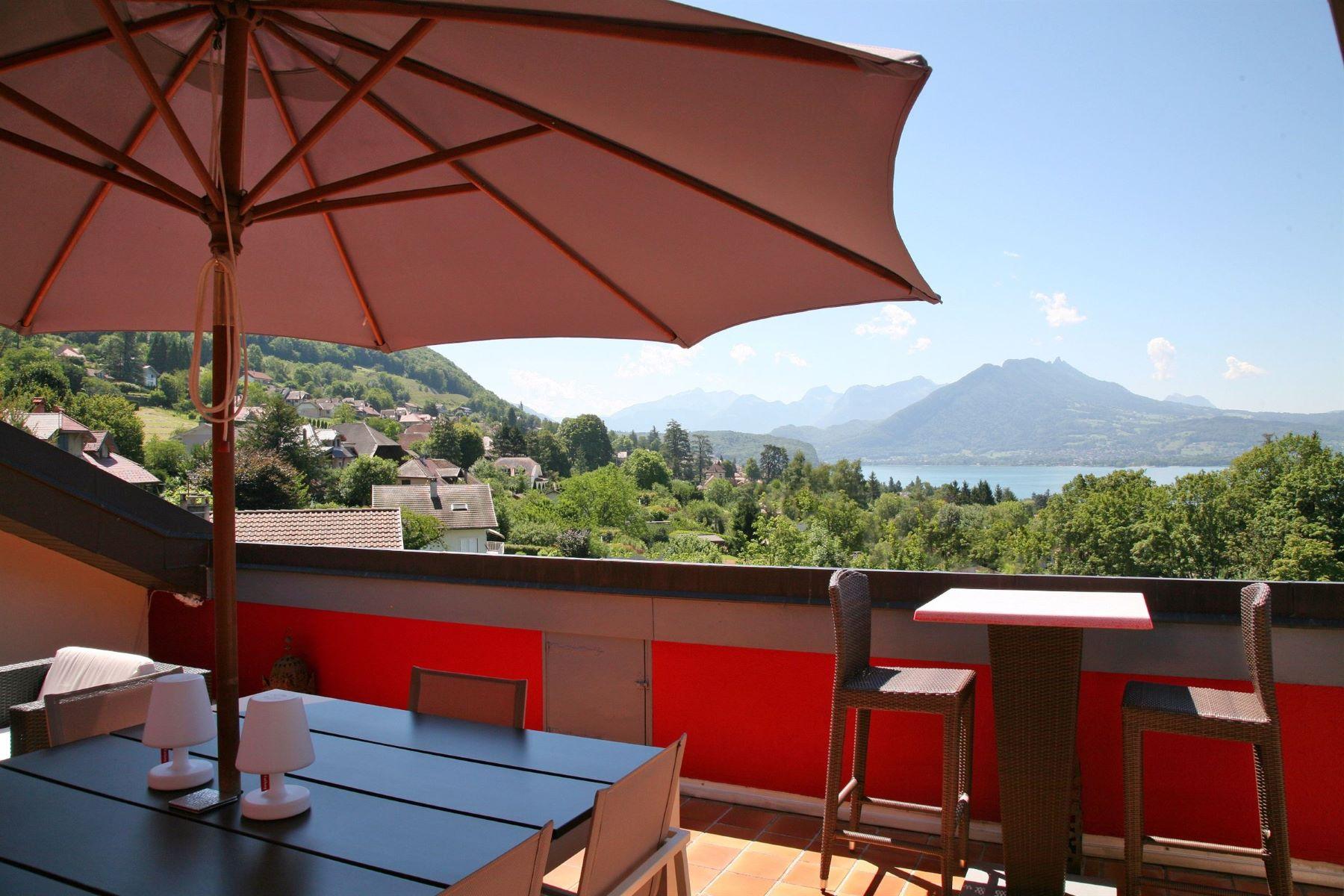 Квартира для того Продажа на Unique apartment with lake view and terraces Veyrier Du Lac, Rhone-Alpes, 74290 Франция