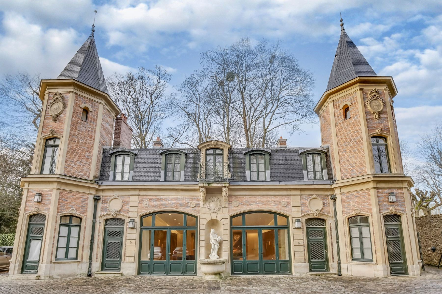 Additional photo for property listing at Louveciennes - Les Voisins  Louveciennes, Ile-De-France 78430 France