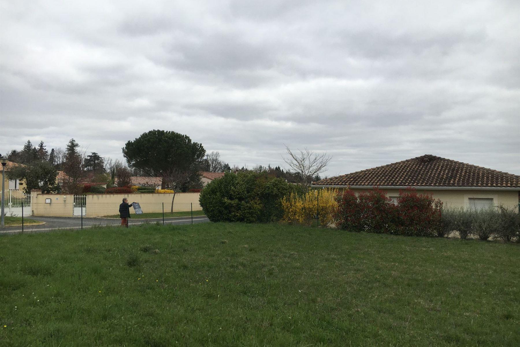 Land for Sale at 10 mn à pied ecoles et centre ville Lavaur, Midi Pyrenees 81500 France