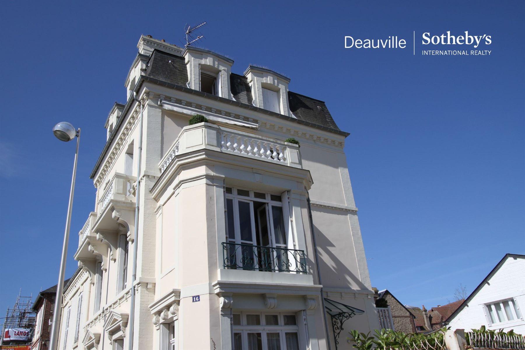 townhouses por un Venta en Town-house Deauville, Baja Normandia 14800 Francia