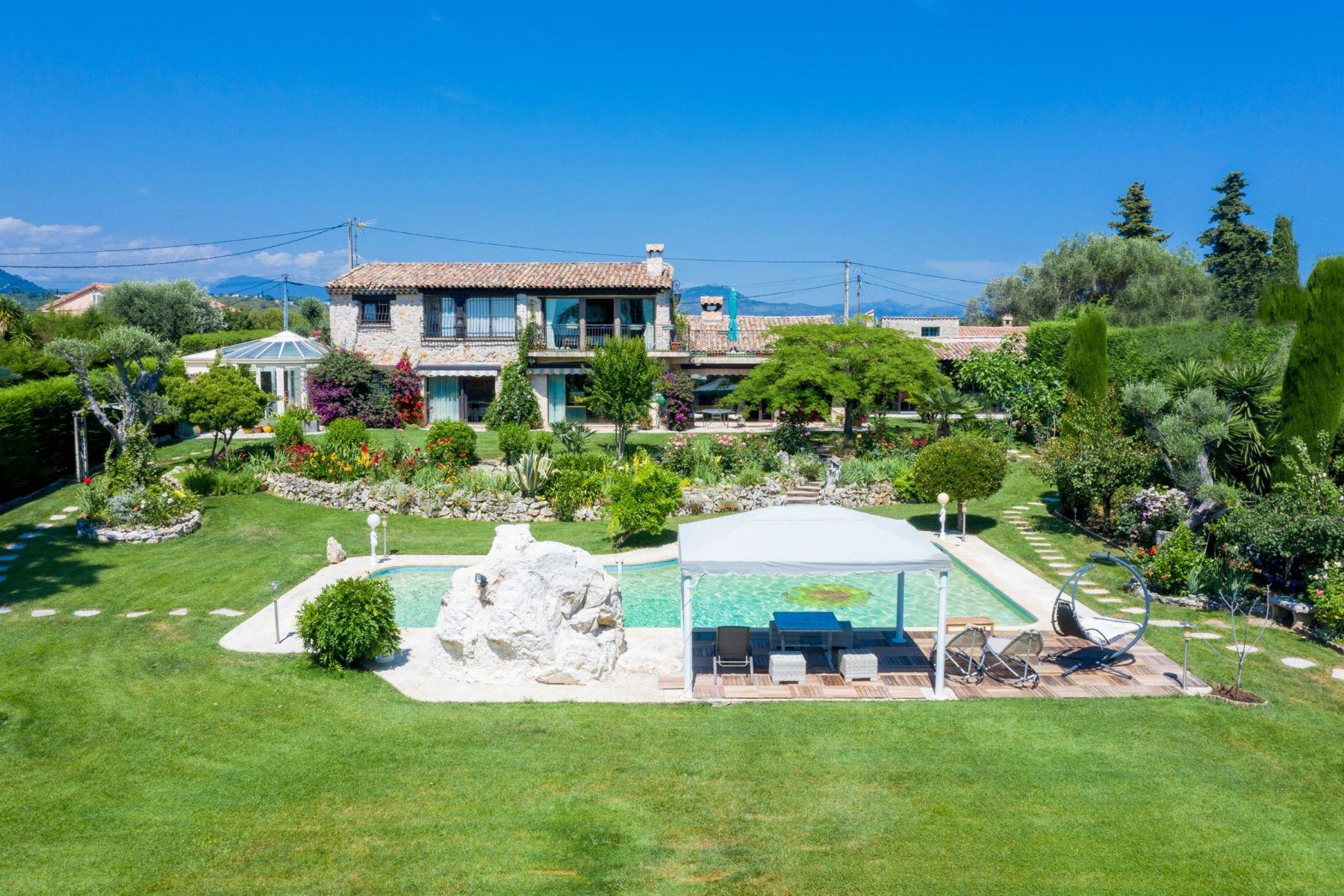 Single Family Homes por un Venta en Provencal villa in the heart of Vence Vence, Provincia - Alpes - Costa Azul 06140 Francia