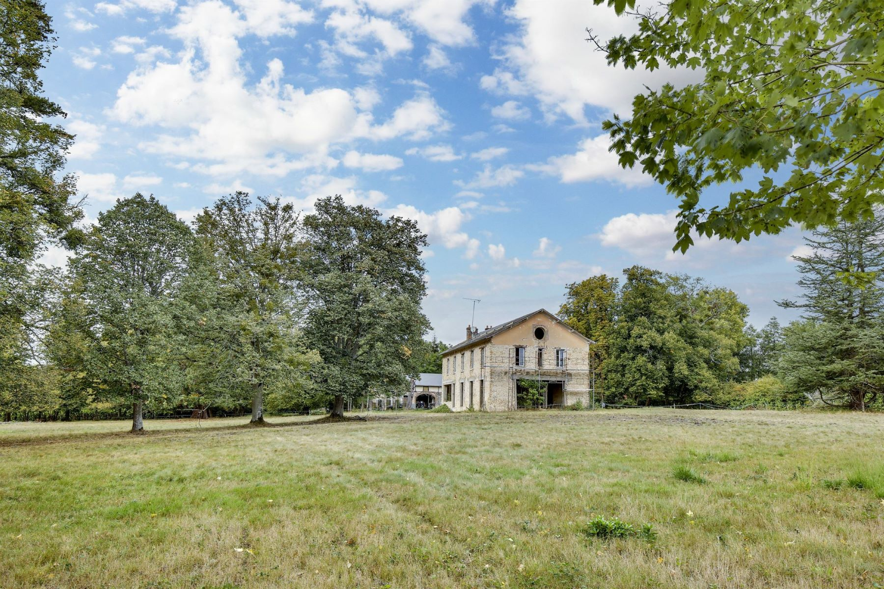Single Family Homes for Active at Exceptional Mansion in the Yvelines Montfort L Amaury, Ile-De-France 78490 France