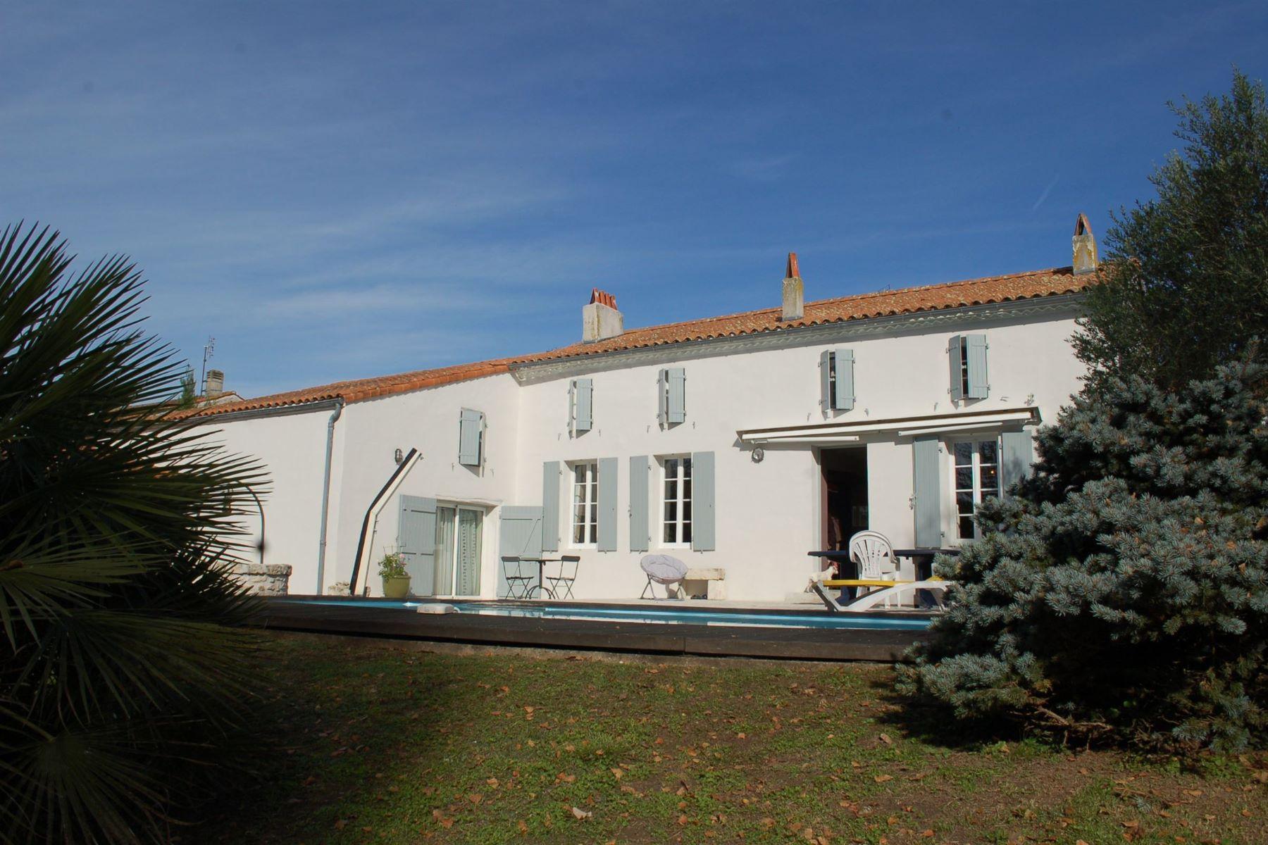 Casa Unifamiliar por un Venta en Charentaise Cozes, Poitou-Charentes, 17120 Francia
