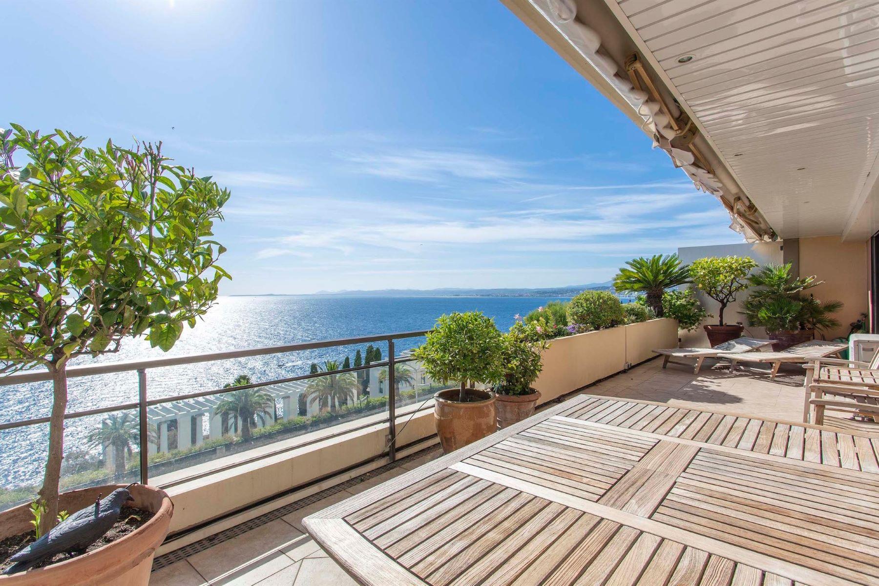 Apartments por un Venta en Spacious apartment of 105 m², in a seafront residence on the Cap de Nice. Nice, Provincia - Alpes - Costa Azul 06300 Francia