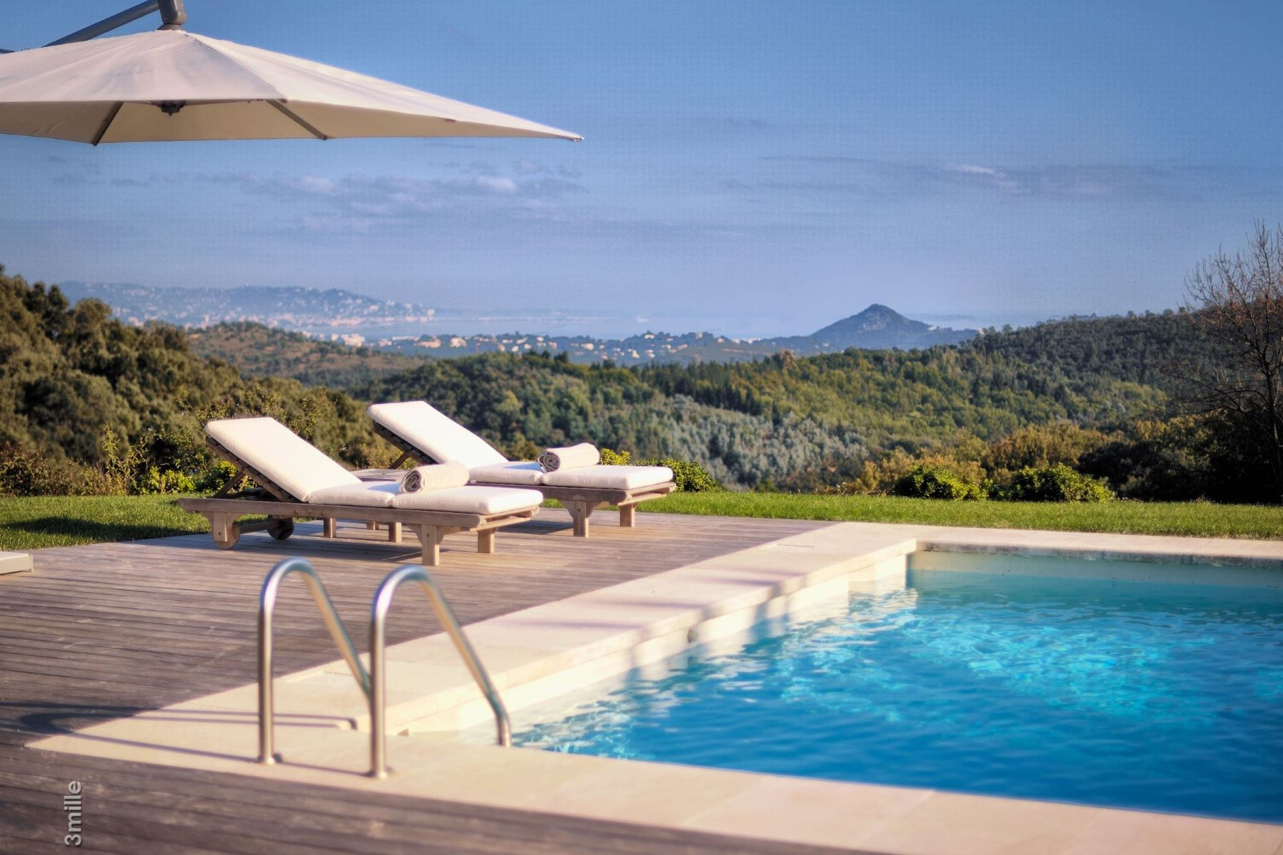 Additional photo for property listing at Magnificent provencal domain with views over the bay of Cannes - luxury estate  Les Adrets De L Esterel, Provence-Alpes-Cote D'Azur 83600 France