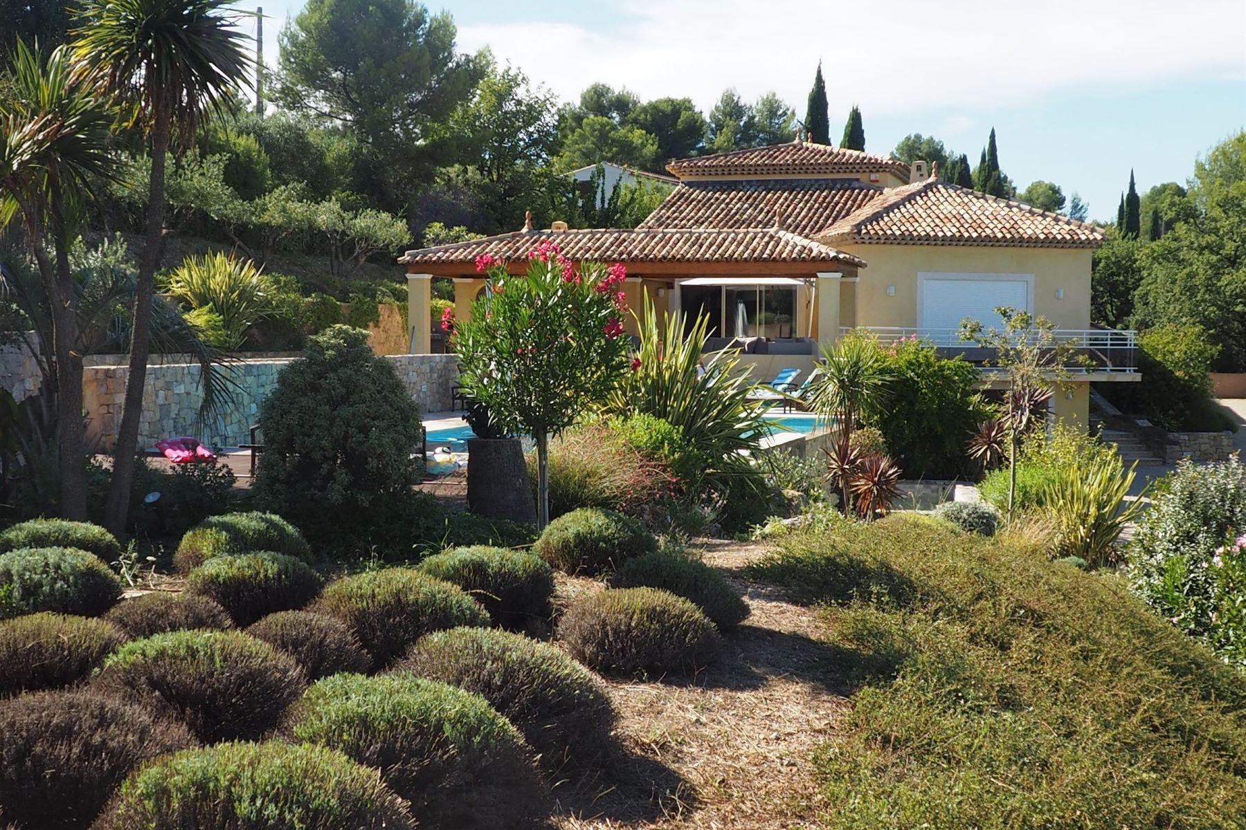Single Family Homes por un Venta en Villa haut de gamme Flayosc, Provincia - Alpes - Costa Azul 83780 Francia