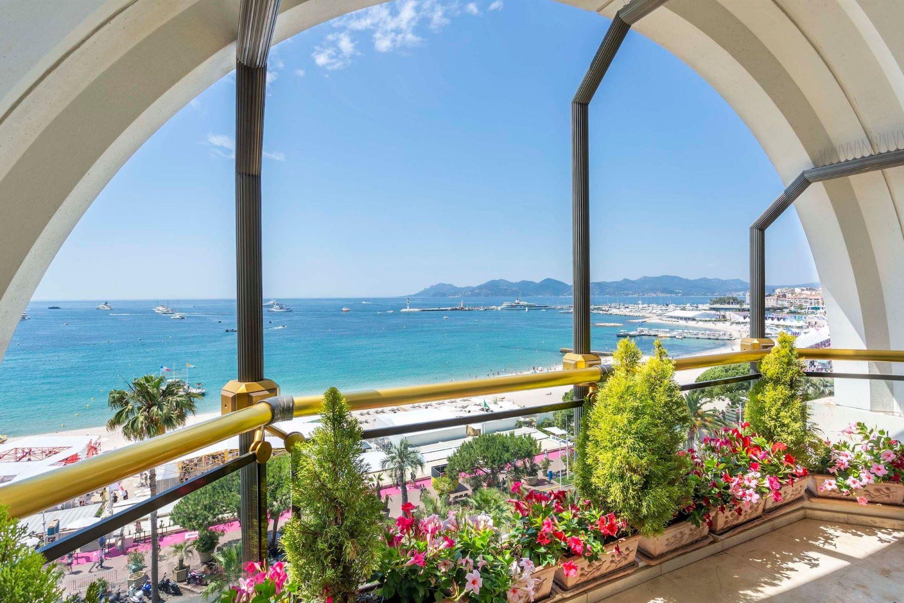 Apartments for Sale at Penthouse Cannes, Provence-Alpes-Cote D'Azur 06400 France