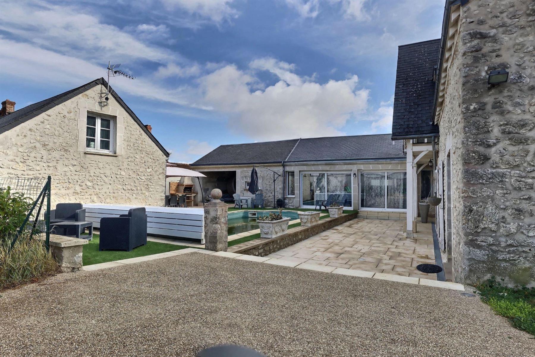 Single Family Homes for Active at Maison de caractère rénové Other Centre, Centre 45380 France