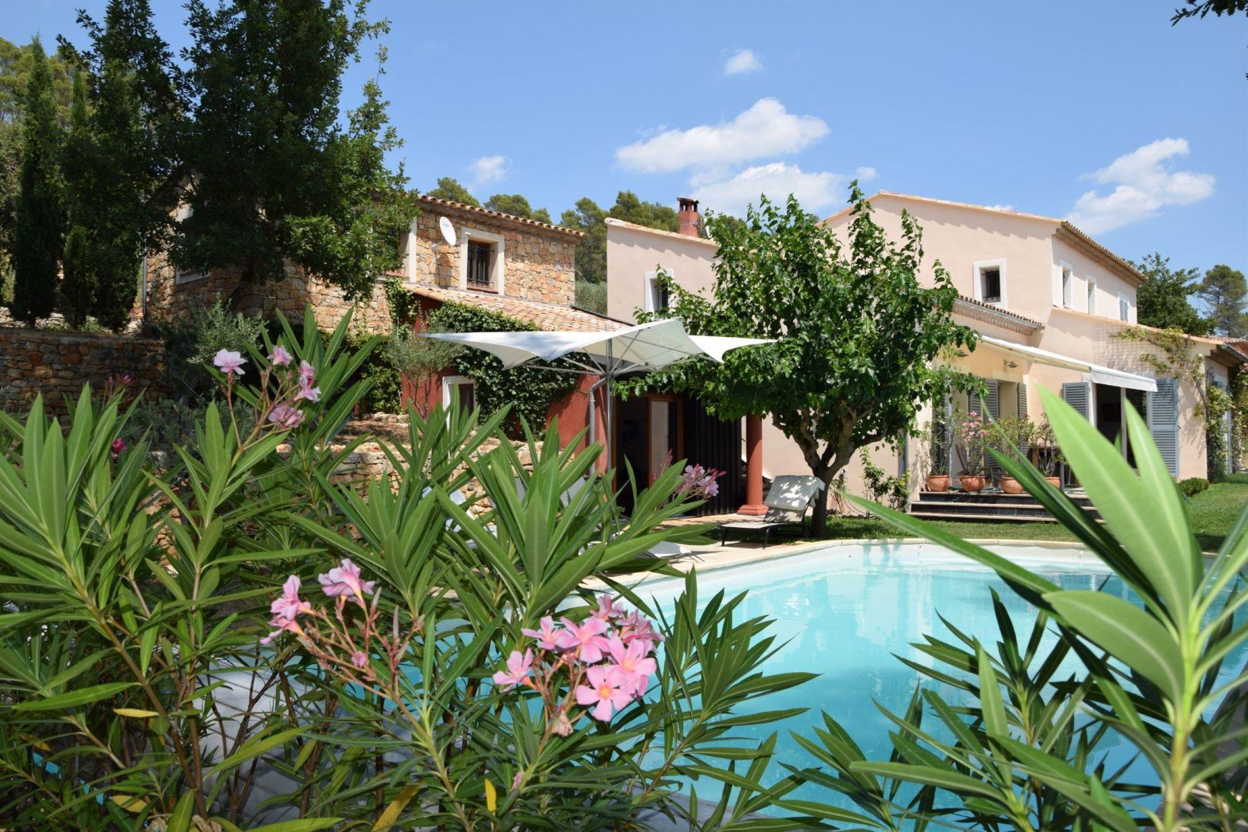 Single Family Homes por un Venta en Exclusive: Magnificent villa with studio Entrecasteaux, Provincia - Alpes - Costa Azul 83570 Francia