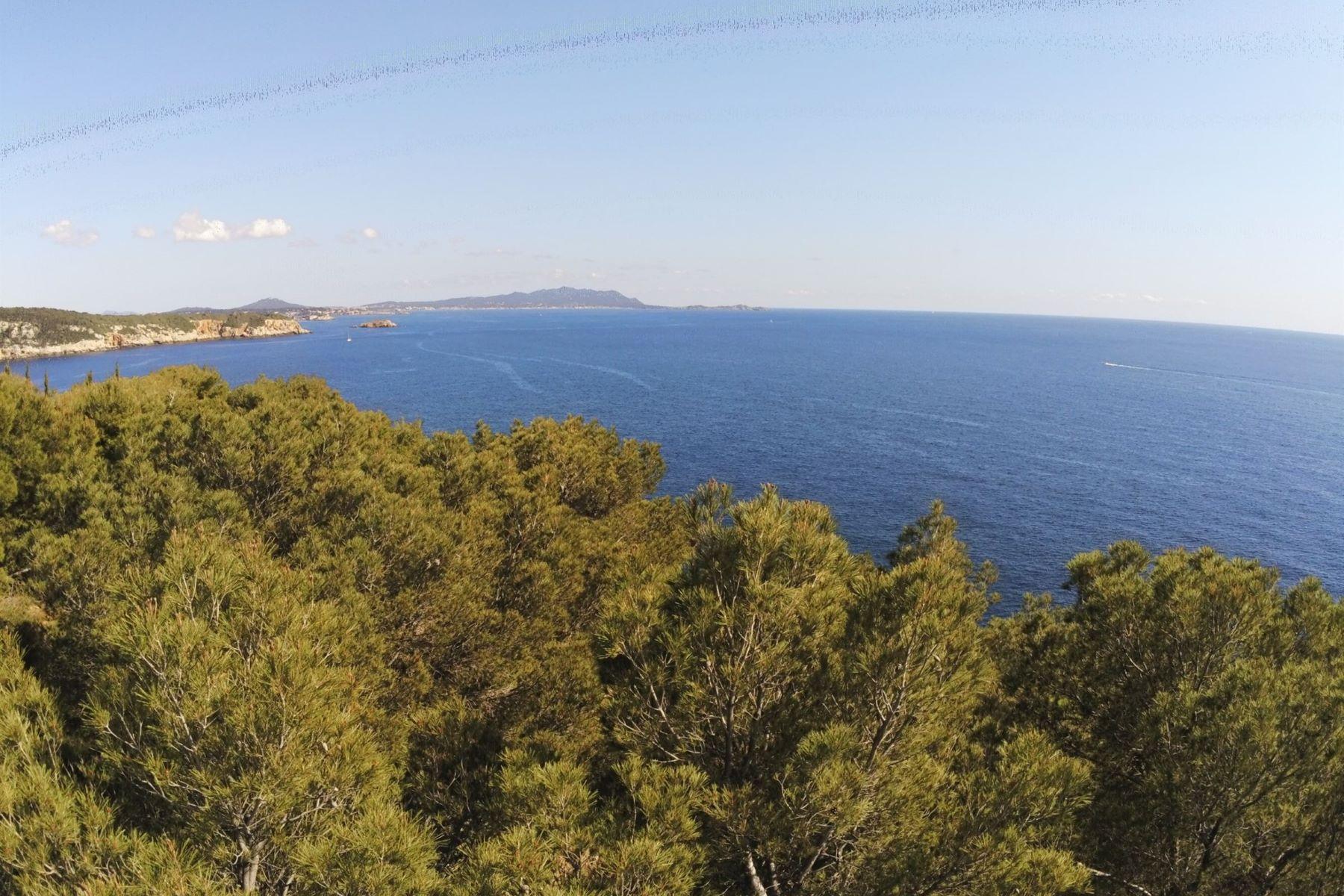 Terreno por un Venta en Sea View Land in Port d'Alon Saint Cyr Sur Mer, Provincia - Alpes - Costa Azul 83270 Francia