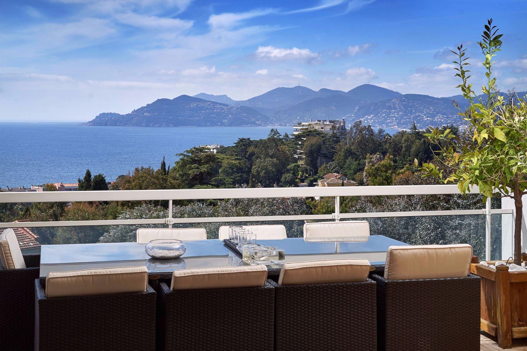Apartments por un Venta en Penthouse - Croix-des-Gardes Cannes La Bocca, Provincia - Alpes - Costa Azul 06150 Francia