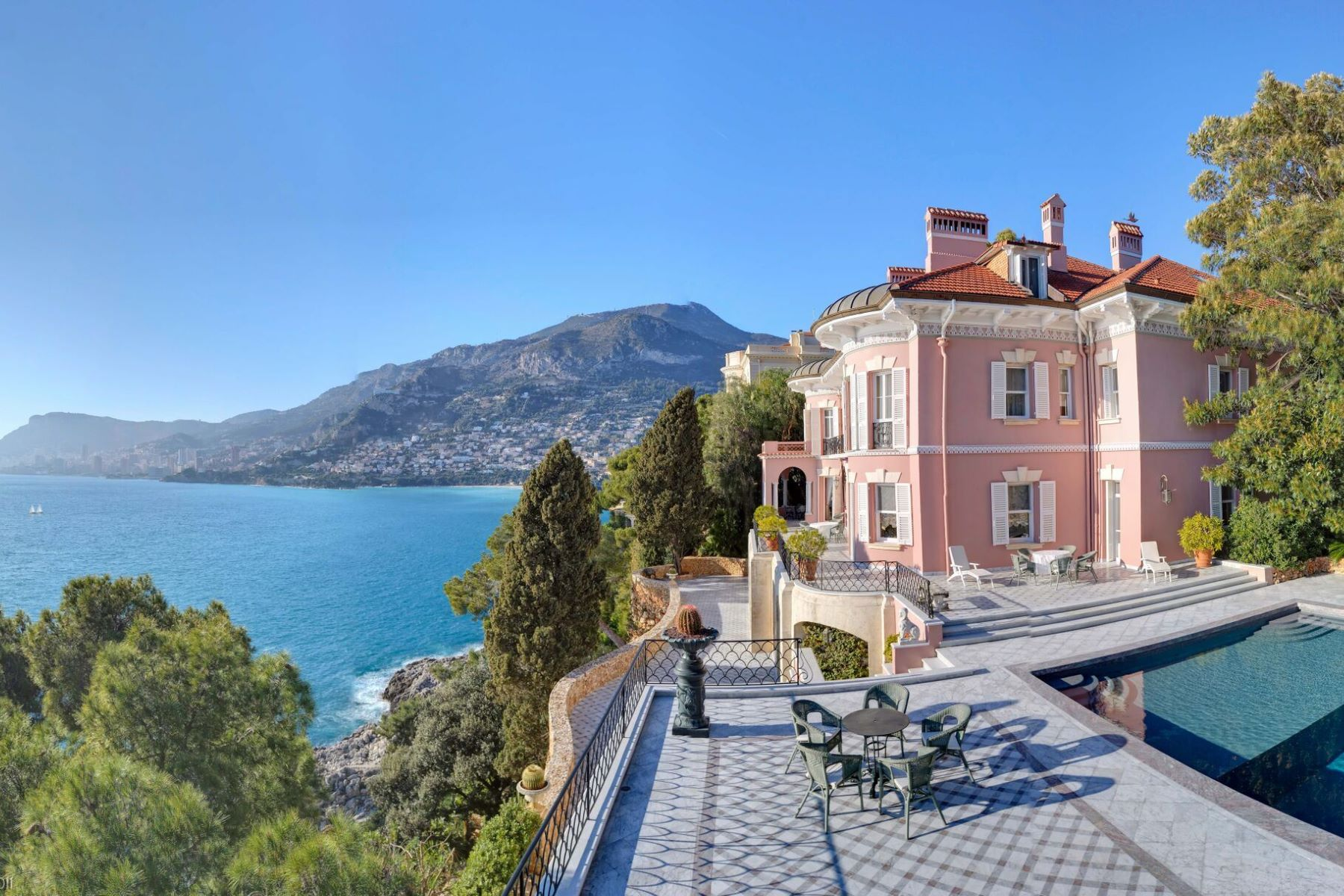 Additional photo for property listing at Property  Roquebrune Cap Martin, Provence-Alpes-Cote D'Azur 06190 France