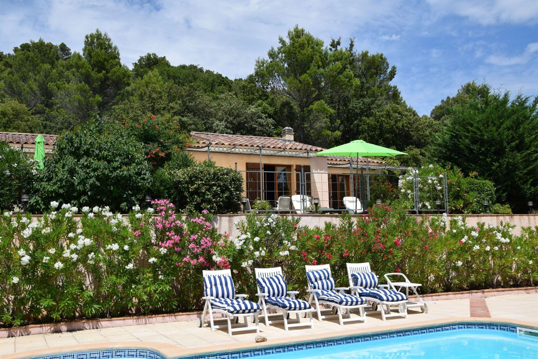 Single Family Homes por un Venta en Villa with terraces and beautiful swimming pool Moissac Bellevue, Provincia - Alpes - Costa Azul 83630 Francia