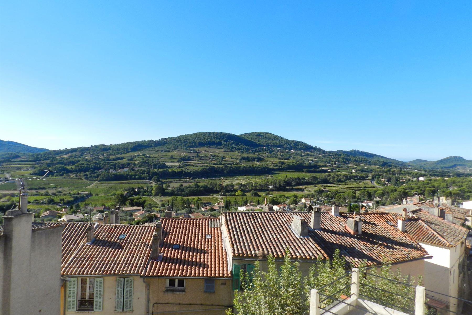 Apartments por un Venta en Village center La Cadiere D Azur, Provincia - Alpes - Costa Azul 83740 Francia
