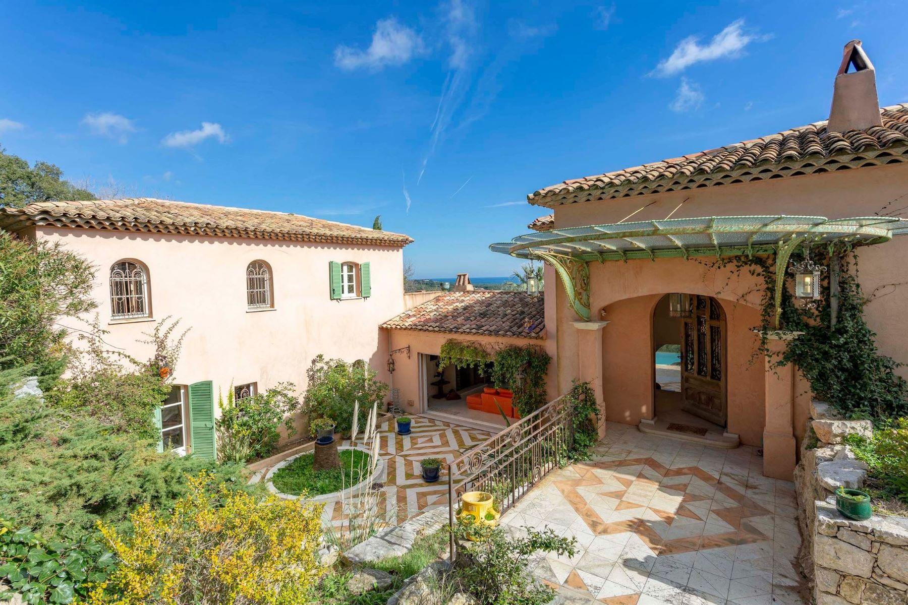 Single Family Homes por un Venta en Provencal style bastide, sea views - Ramatuelle Ramatuelle, Provincia - Alpes - Costa Azul 83350 Francia