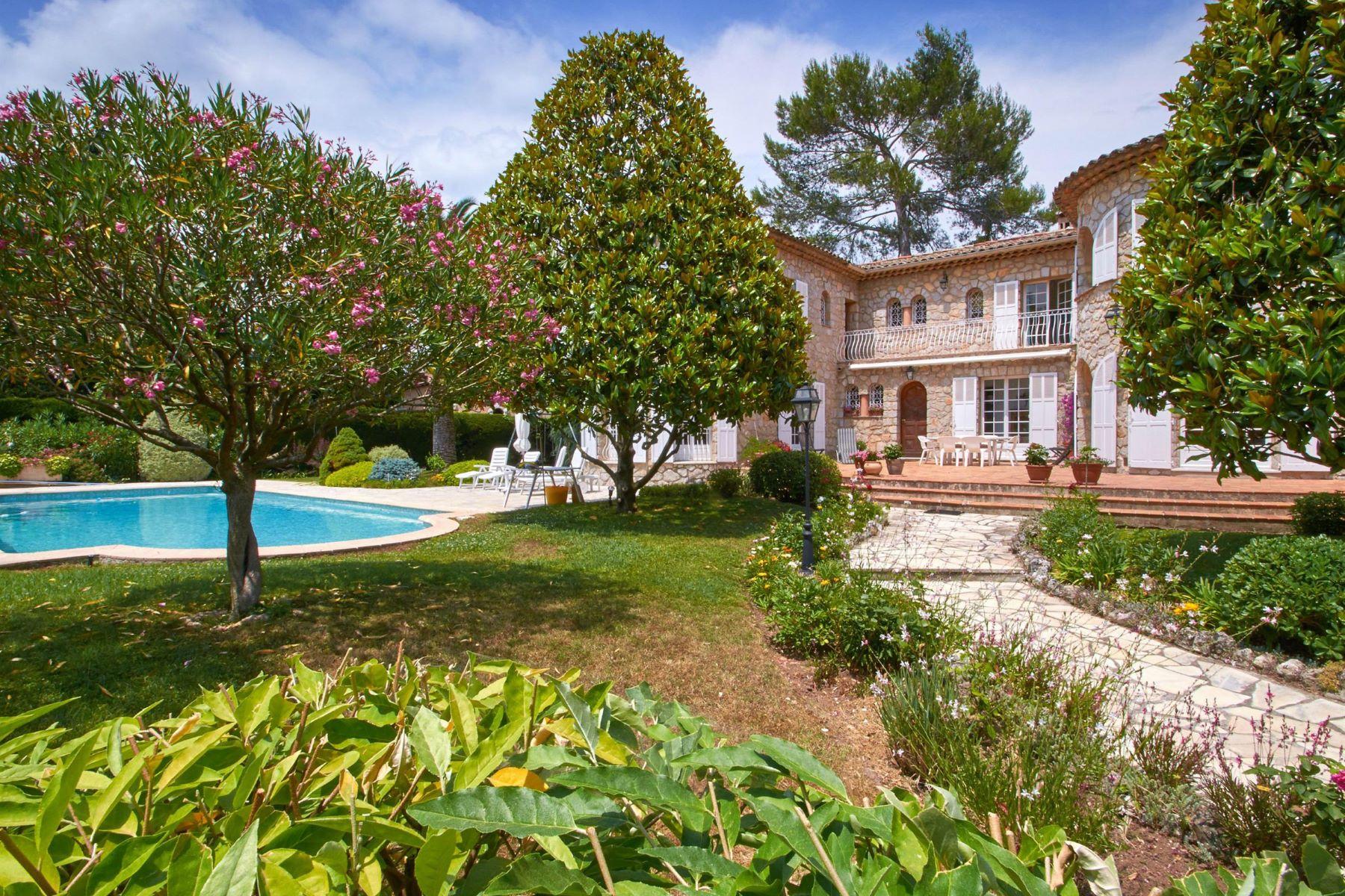 Maison unifamiliale pour l Vente à Charming stone house in a private domain of Mougins Mougins, Provence-Alpes-Cote D'Azur, 06250 France