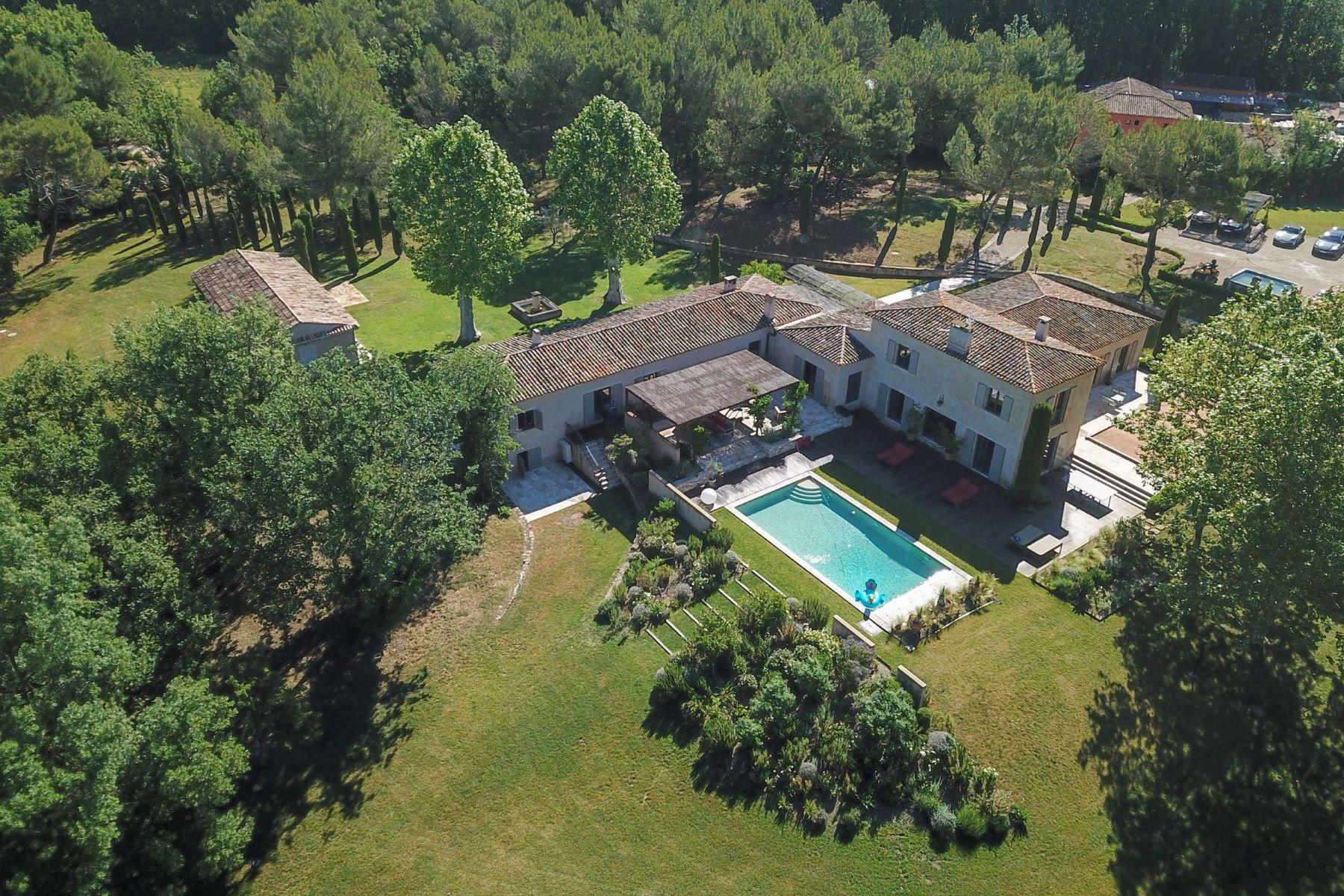 Single Family Homes por un Venta en Countryside Property Venelles, Provincia - Alpes - Costa Azul 13770 Francia