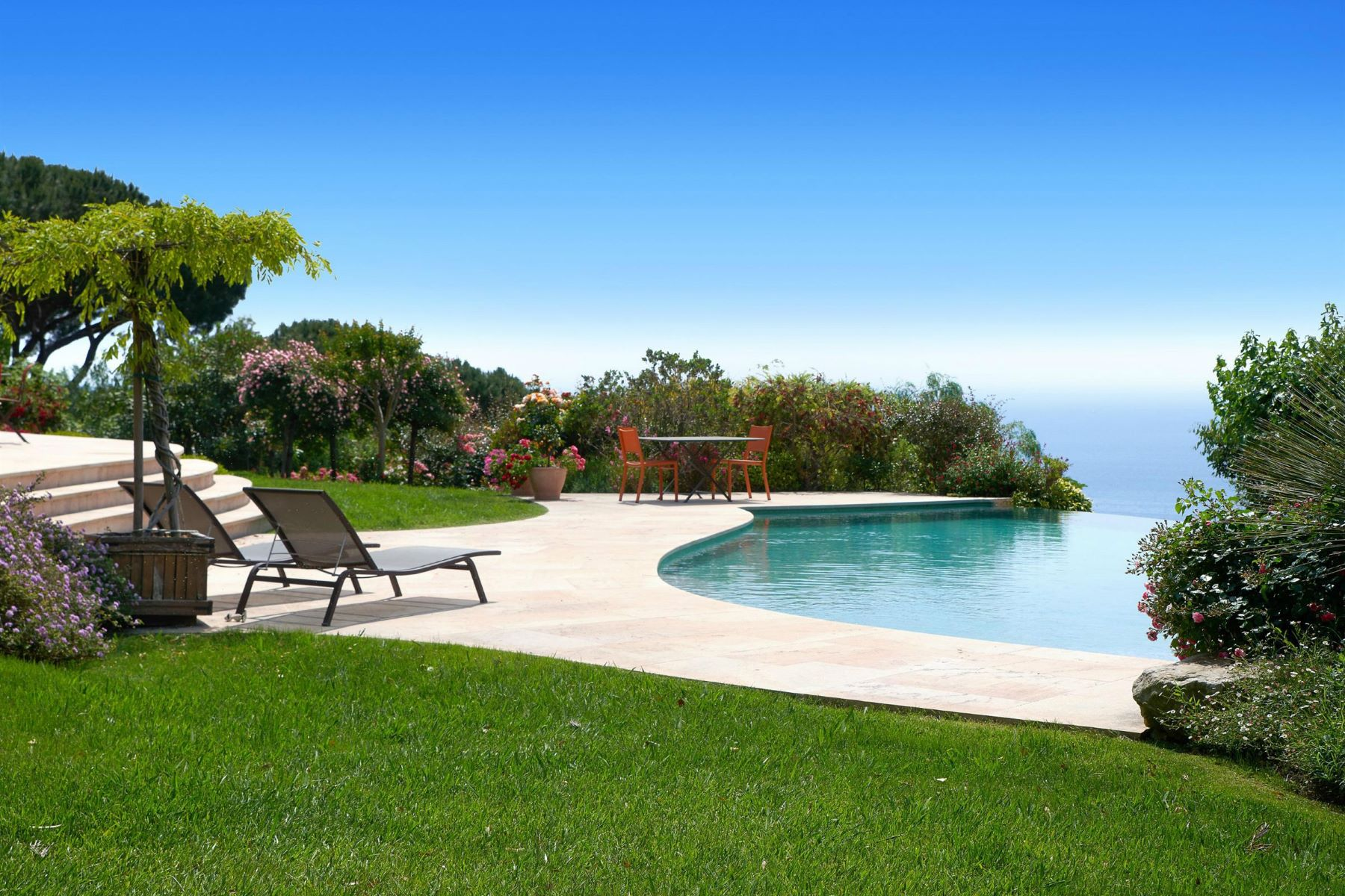 Single Family Home for Sale at Cannes - spacious villa - panoramic sea views Cannes, Provence-Alpes-Cote D'Azur, 06400 France