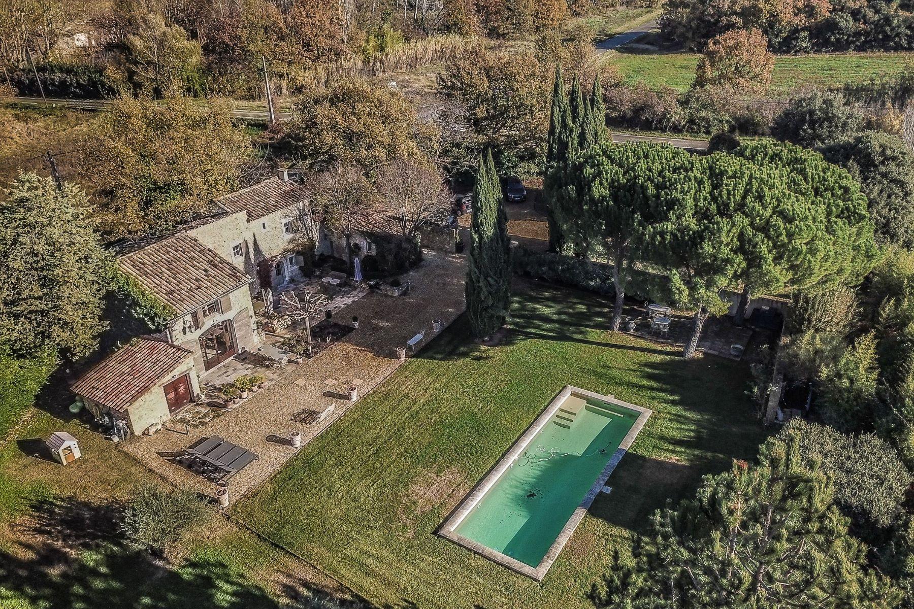 Single Family Homes por un Venta en A holiday home in Provence Joucas, Provincia - Alpes - Costa Azul 84220 Francia