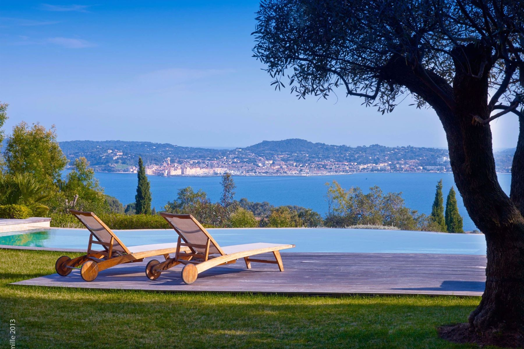 Einfamilienhaus für Verkauf beim Provencal villa with breathtaking views over Saint Tropez and the gulfe Grimaud, Provence-Alpes-Cote D'Azur, 83310 Frankreich