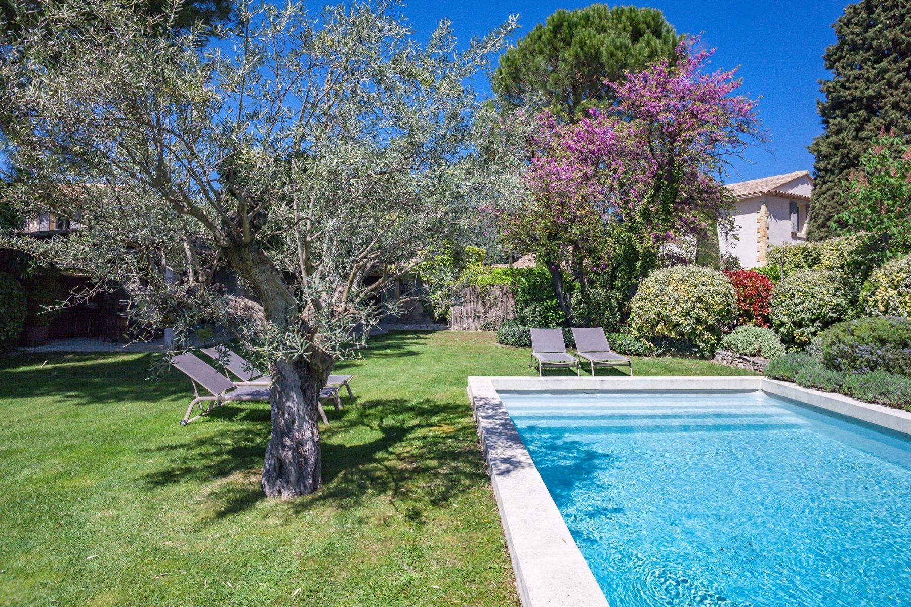 Single Family Homes por un Venta en A big family property for summer holidays Gordes, Provincia - Alpes - Costa Azul 84220 Francia