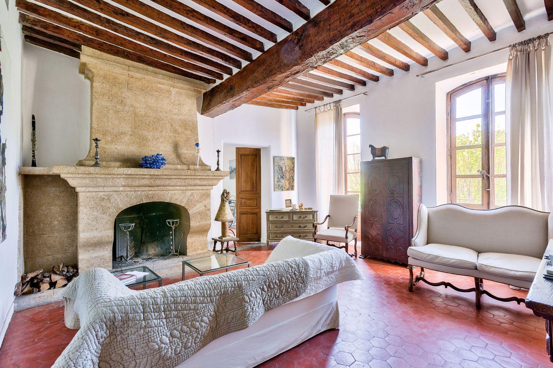 Single Family Homes por un Venta en GUEST HOUSE IN CENTER TOWN Jouques, Provincia - Alpes - Costa Azul 13490 Francia