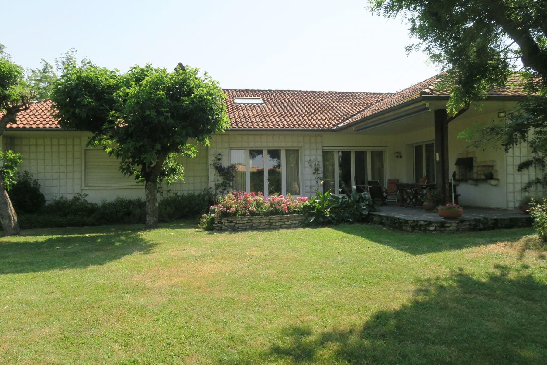 独户住宅 为 销售 在 Revel, 10 mn Pleasant village house of 280m2 with garden Revel, Midi Pyrenees, 31250 法国