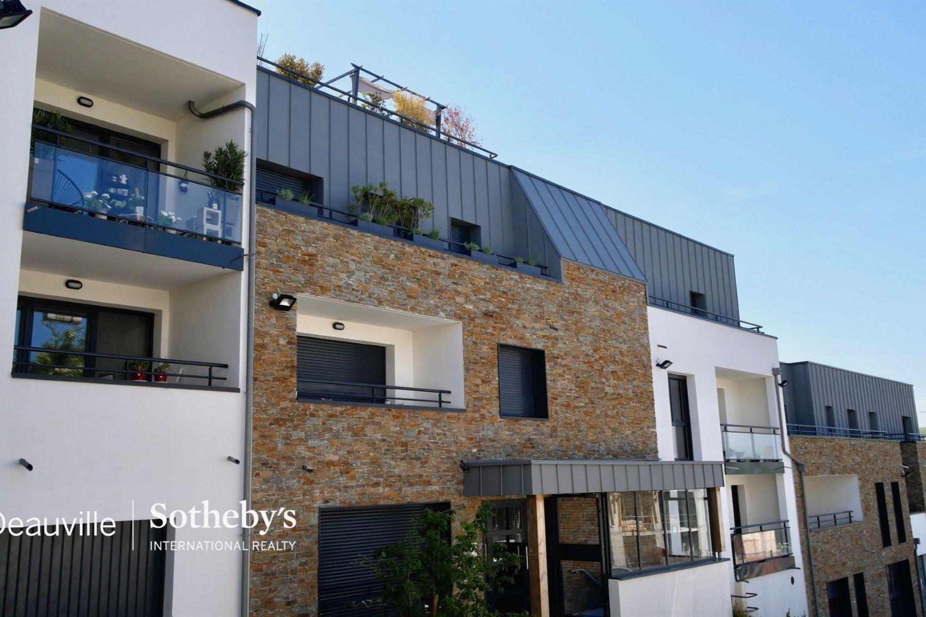 Apartments por un Venta en Apartment Trouville Sur Mer, Baja Normandia 14360 Francia