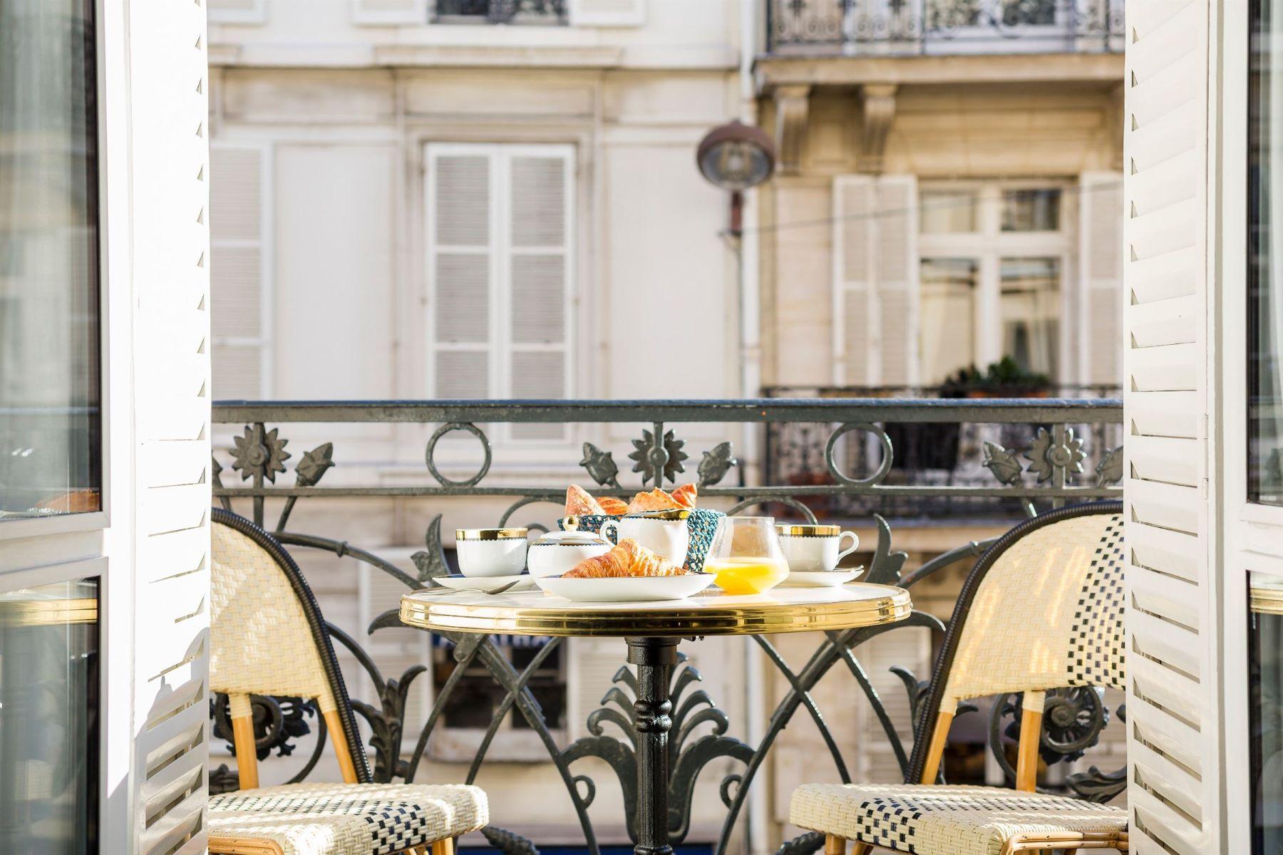 Apartamento para Venda às Prestigious apartment for sale, Paris 6 - St Germain des Près, 2 bedrooms Paris, Ile-De-France, 75006 França